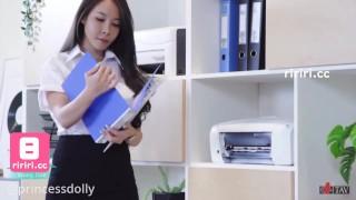 SWAG【R站同步更新】絲襪勾破損專業秘書形象,老闆說這麼愛露乾脆不要穿!