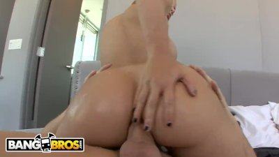 BANGBROS   PAWG Jessie Rogers Gets Anal From Mike Adriano