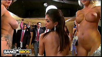 BANGBROS   Jamie Valentine, Vronica Rodriguez & Rikki Six Crash A College Party